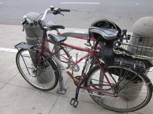 Front top-tube seat with an electric assist: this is a San Francisco family bike.