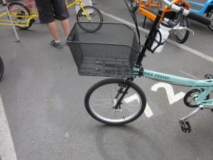 The frame-mounted front basket, very impressive.