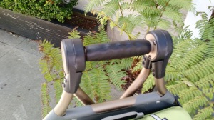 Fold down the bike attachment and you can push or pull it with this handle.
