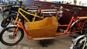 This is a very cool and very tricked-out Metrofiets I got to test-ride in Seattle. Thanks!